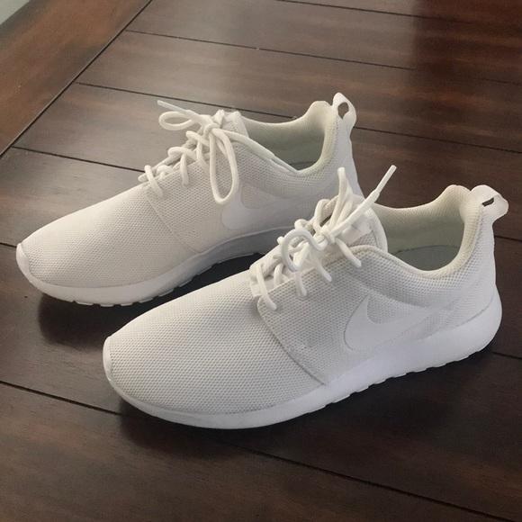 timeless design d3a6e 31a0b Nike ROSHE One White mesh tennis shoes 👟. M 5a870fd82ae12f545bcb257d